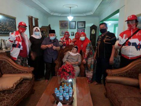 Eva Dwiana Bersilaturahmi dengan Tokoh Minang Pituo Alizar Datuk Bagindo