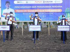 Abdul Halim Iskandar melakukan penanaman perdana Kawasan Perdesaaan Prioritas Nasional Agropolitan di Desa Tekasire Kabupaten Dompu, Nusa Tenggara Barat, Jumat (6/11/2020).
