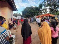 Calon wakil bupati (Cawabup) Lampung Selatan nomor urut 2, Antoni Imam didampingi istri, Murniawati beserta relawan dan tim pemenangan Tony-Antoni menyapa warga di sejumlah titik di Kecamatan Katibung, Senin (30/11/2020).