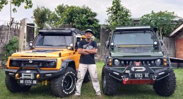 Budi Santoso atau biasa disapa Hasan, memarken dua mobil jenis Jimny Katana hasil modifikasinya yang meraih Awards to Best Alto Racing dan Best Matte Master diajang kontes modifikasi mobil nasional Indonesia Automodified (IAM) yang diadakan PT HIN Promosindo.
