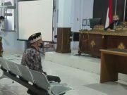 Hudari, Kepala Desa Labuhanratu Kampung, Sungkai Selatan, Lampung Utara menjalani persidangan di PN Kotabumi, Rabu (25/11/2020).
