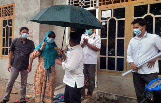 Hujan Tidak Surutkan Langkah Antoni Imam Sapa Warga Merbau Mataram