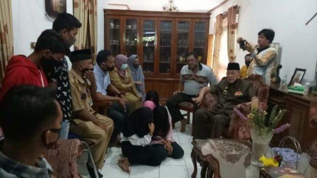 Pertemuan antara keluarga pelaku pelecehan makam pahlawan dengan Ketua LVRI Lampung Utara