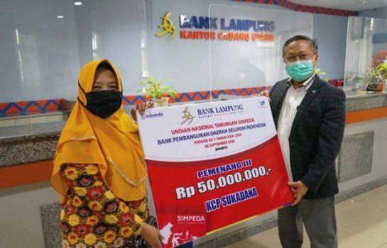 Nasabah Bank Lampung KCP Sukadana Raih 50 Juta Undian Nasional Tabungan Simpeda Periode Pertama 2020