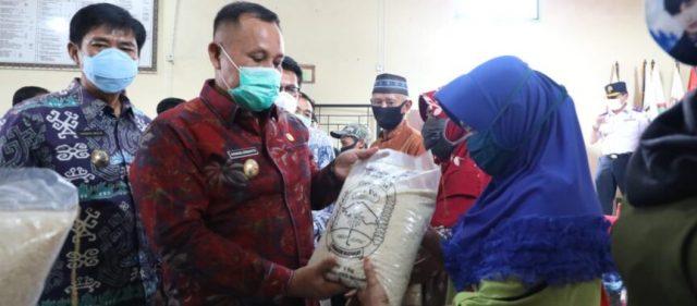 Nanang  Luncurkan Bantuan Beras Tahap II untuk 24.941 Masyarakat Terdampak Covid-19