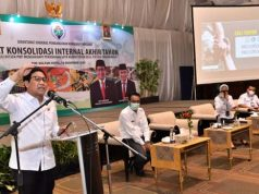Mendes PDTT Abdul Halim Iskandar saat memberikan arahan dan membuka acara Rapat Konsolidasi Akhir Tahun Ditjen PKP Tahun 2020 dengan topik SDGs Desa Arahan Kebijakan Pembangunan Desa Tahun 2020-2024 di Jakarta, Senin (14/12/2020).