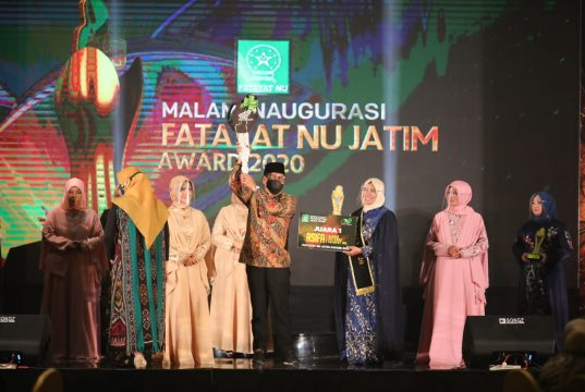 Mendes PDTT Abdul Halim Iskandar Menteri saat menghadiri acara Malam Inaugurasi Fatayat NU Jawa Timur Awards 2020 di Surabaya, Senin (28/12/2020).
