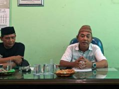 Koordinator KBNU Kota Bandarlampung Irpandi (baju putih) didampingi wakil ketua PC NU Rudi Irawan.
