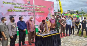 Kapolda Lampung, Irjen Pol Purwadi Arianto saat meresmikan gedung baru Mapolres Lampung Selatan di Jalinsum Kelurahan Way Urang, Kalianda, Lampung Selatan, Senin (7/12/2020).