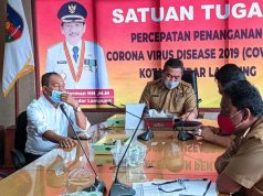 Sekda Kota Bandarlampung Badri Tamam (tengah) menerima kunjungan Plt Bupati Tanah Datar Sumatera Barat Zuldafri (baju putih), Senin (28/12/2020).