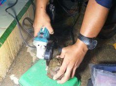 Batu meteor yang menimpa rumah warga Dusun 5 Astomulyo, Kecamatan Punggur, Lampung Tengah. Foto: Istimewa
