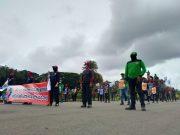 Demonstrasi buruh yang tergabung dalam KSPI di kawasan Silang Merdeka Barat Daya Monumen Nasional, Jakarta Pusat, Senin (18/1/2021). Foto: FSPMI-KSPI