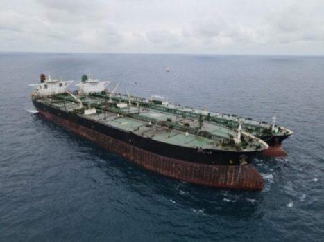 Badan Keamanan Laut (Bakamla) RI mengamankan dua kapal berjenis motor tanker (MT) berbendera Iran dan Panama yang melakukan transfer bahan bakar minyak (BBM) ilegal di perairan Pontianak, Minggu (24/1/2021).