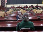 Arinal saat memimpin rapat koordinasi Penanganan dan Pelaksanaan Vaksin Covid-19 di Provinsi Lampung bersama Bupati/Walikota se-Provinsi Lampung, bertempat di Gedung Pusiban, Selasa (19/1/2021).