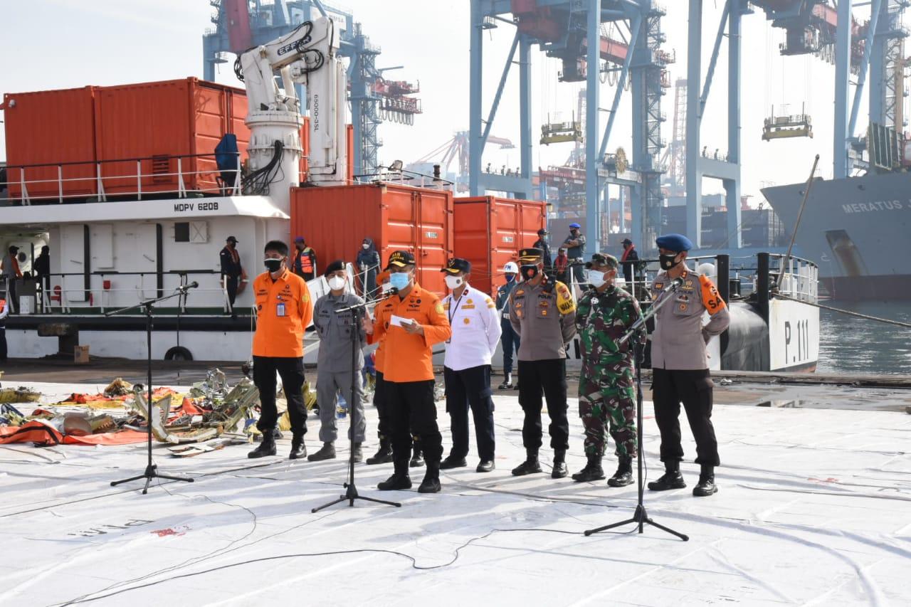 Direktur Operasi Basarnas Brigjen TNI (Mar) Rasman selaku SAR Mission Coordinator (SMC) pada briefing pagi ini pukul 08.00 WIB di Posko JICT 2 Tanjung Priok.