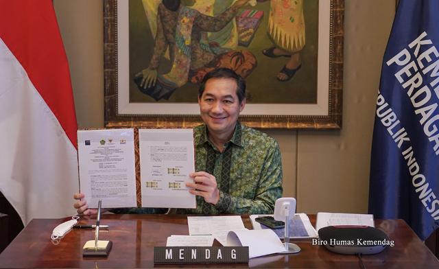 Penandatanganan Nota Kesepahaman oleh Mendag, Menkop UKM, Wamenag, dan Ketum Kadin Indonesia untuk meningkatkan peran UKM dalam memenuhi kebutuhan jemaah haji dan umrah asal Indonesia. , Rabu (13/01/2021) secara virtual. (Foto: Humas Kemendag)