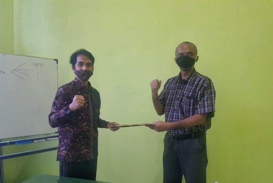 MoU Dispar Pesawaran dengan Yopie Pangkie dari kelilinglampung. kerja bareng promosikan wisata Pesawaran. ( Dok. kelilinglampung. net).