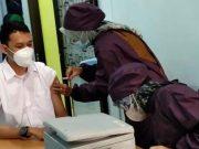 Penyuntikan vaksin Covid-19 di Puskesmas Kupang Kota, Bandarlampung, Senin (18/1/2020). Foto: Teraslampung.com