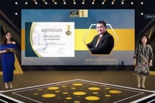 Hendi Prio Santoso meraih penghargaan CEO Terbaik Dalam Ajang Top BUMN Award 2020
