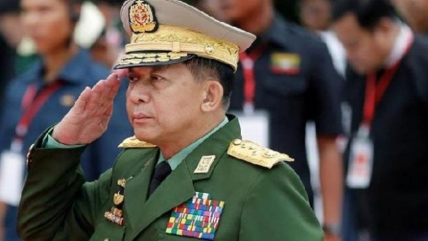 Sosok Min Aung Hlaing kembali disorot bersamaan dengan dugaan penindasan yang dilakukan militer terhadap Muslim Rohingya pada 2017. Penyelidik PBB mengatakan operasi militer Myanmar termasuk pembunuhan massal, pemerkosaan geng dan pembakaran yang meluas dan dilakukan dengan niat genosida. REUTERS/Ann Wang