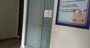 Tingkat kedisiplinan sejumlah pegawai Badan Kepegawaian dan Pengembangan Sumber Daya Manusia Lampung Utara tergolong memprihatinkan. Hal itu tergambar jelas dengan masih tertutupnya pintu ruangan Bidang Pengadaan, Pemberhentian, Data, dan Informasi ASN BKPSDM pada pukul 09.07 WIB. Pintu itu terlihat tertutup rapat dan terkunci. Padahal jelas - jelas jam kerja ASN itu dimulai sejak pukul 07.30 WIB.