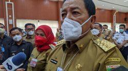 Gubernur Lampung Arinal Djunaidi menjawab pertanyaan wartawan terkait aksi penambangan liar di Bukit Camang, Senin (29/3/2021).