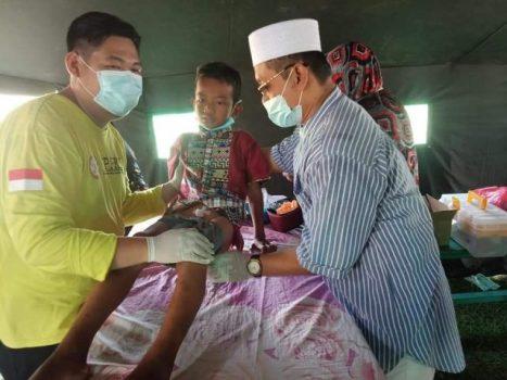 Puji Santoso, anggota DPRD dari Fraksi PKS. Menjadi tukang sunat merupakan salah satu aktivitas sosialnya.