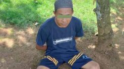 KPW diamankan petugas Polsek Kalirejo dan Koramil Kalirejo usai menggorok ayah kandungnya hingga tewas, Senin siang (22/3/2021).