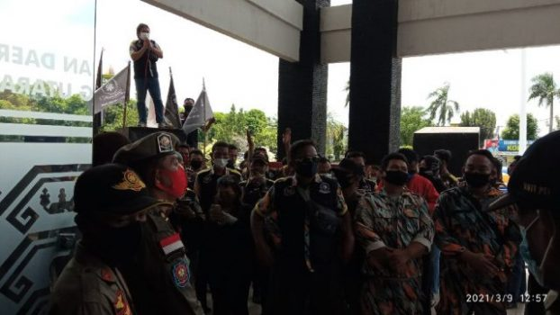 Suasana aksi unjuk rasa GMBI Lampung Utara menuntut diusut tuntasnya dugaan kebocoran PPJ tahun 2019