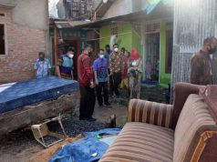 Walikota Eva Dwiana meninjau korban banjir di Way Lunik, Rabu (4/3/2021).
