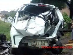 Honda Jazz Ditabrak Kereta Api di Blambangan Lampung Utara, Pengemudi Meninggal
