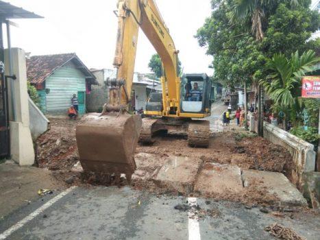 Jembatan yang berada antara Kelurahan Gunung Sulah dan Kelurahan Jagabaya di jalan Padjajaran, sudah bisa dilalui kendaraan.
