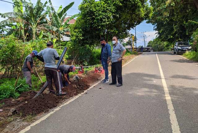 PDAM Way Rilau Pasang Pipa di Telukbetung Timur