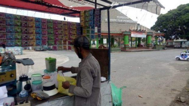 Pedagang di halaman Pendopo Kecamatan Pringsewu. Foto: Teraspringswu.com