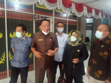 Ketua Komisi IV DPRD Lampung Utara, Arnol Alam (kedua dari kiri).