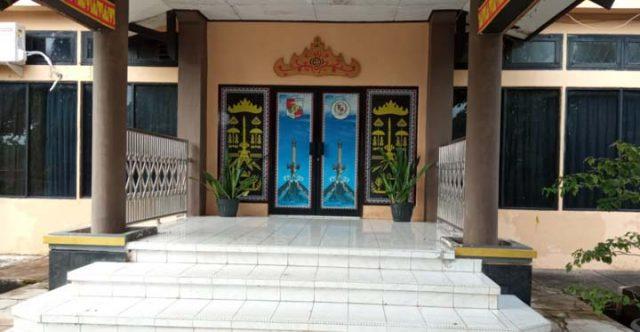 Jam Kerja Pukul 7.30, Tetapi Kantor Wakil Rakyat Lampura Pukul 8.11 Masih Tutup