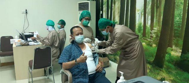 Ketua DPRD dan Para Pejabat Eselon II Pemkab Lamsel Jalani Vaksinasi Covid-19 Dosis Kedua