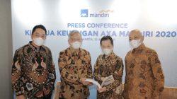 Dari kiri ke kanan: Rudi Nugraha, Direktur AXA Mandiri, Rudy Kamdani, Direktur Kepatuhan AXA Mandiri, Handojo G. Kusuma, Presiden Direktur AXA Mandiri, Henky Oktavianus, Direktur AXA Mandiri dalam konferensi pers kinerja keuangan AXA Mandiri tahun 2020 di Jakarta, Kamis (15/4/2021). Sepanjang 2020 AXA Mandiri membayarkan klaim dan manfaat kepada nasabah sebesar Rp 4,8 triliun, dengan rasio solvabilitas 536%, jauh di atas batas minimum ketentuan OJK yaitu 120%.