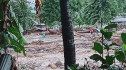 Bencana banjir bandang dan tanah longsor yang terjadi di Nusa Tenggara Timur (NTT), Minggu (4/5). (BPBD Kabupaten Flores Timur))