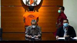 Wakil Ketua KPK Alexander Marwata mengumumkan Bupati Bandung Barat AA Umbara Sutisna sebagai tersangka dugaan korupsi pengadaan bansos Covid-19 senilai Rp15,8 miliar, Kamis petang (1//2021).