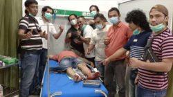 Tim Tekab 308 Polres Lampung Tengah saat membawa tersangka Joko yang dihadiahi timah panas di kakinya di Rumah Sakit Lampung Tengah.