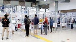 Pemeriksaan calon penumpang dengan GeNose C19 di stasiun kereta api