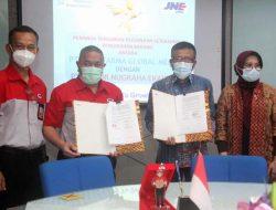 JNE Distribusikan Produk Farmasi PT Indofarma Global Medika ke Seluruh Indonesia