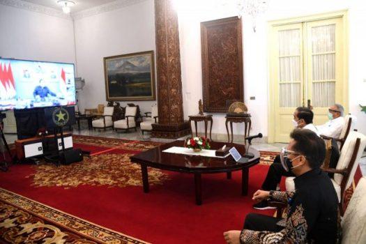 Presiden Jokowi memimpin Rapat Terbatas melalui konferensi video mengenai Penanganan Bencana di NTT dan NTB, Selasa (06/04/2021) pagi. (Foto: BPMI Setpres/Lukas)
