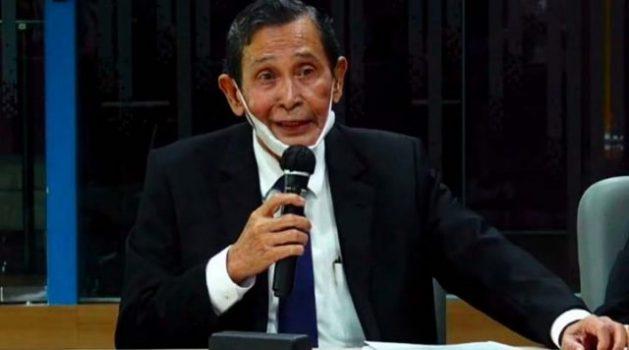 Ketua Dewan Pengawas (Dewas) KPK Tumpak Hatorangan Panggabean mengumumkan pemecatan salah satu anggota Satgas KPK karena mencuri emas hasil rampasan seberat 1,9 kg, Kamis (8/4/2021). Foto: Youtube/dok KPK