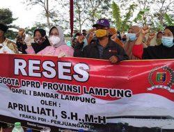 Apriliati Reses di Sukadanaham, Warga Keluhkan Jalan Curam
