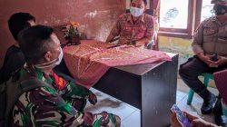 Warga protes pemilihan Ketua RT yang diduga tidak jujur bertemu Lurah Irfan Saputra yang didampingi Babinkamtibmas dan Babinsa.
