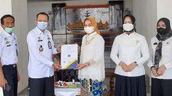 Dekranasda Lampung Terima Hak Paten Tapis Lampung dari Kemenhumham