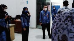 Asisten III Sekretaris Daerah Kabupaten Lampung Utara, Sofyan, melakukan sidak di salah satu kantor OPD di lingkungan Pemkab Lampung Utara, Senin (17/5/2021).