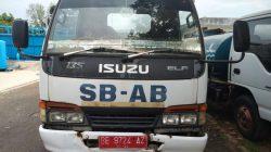 Mobil tangki air bersih milik PDAM Way Rilau.